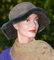 Higgs Leathers ONE ONLY UNDER HALF PRICE!  Britt (ladies wavy brim Shearling hat)